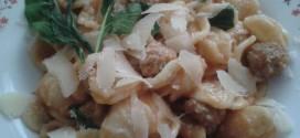 Orecchiette salsiccia, rucola e scaglie di grana